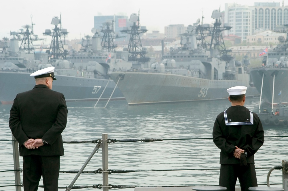 Navy destroyer visits Russia