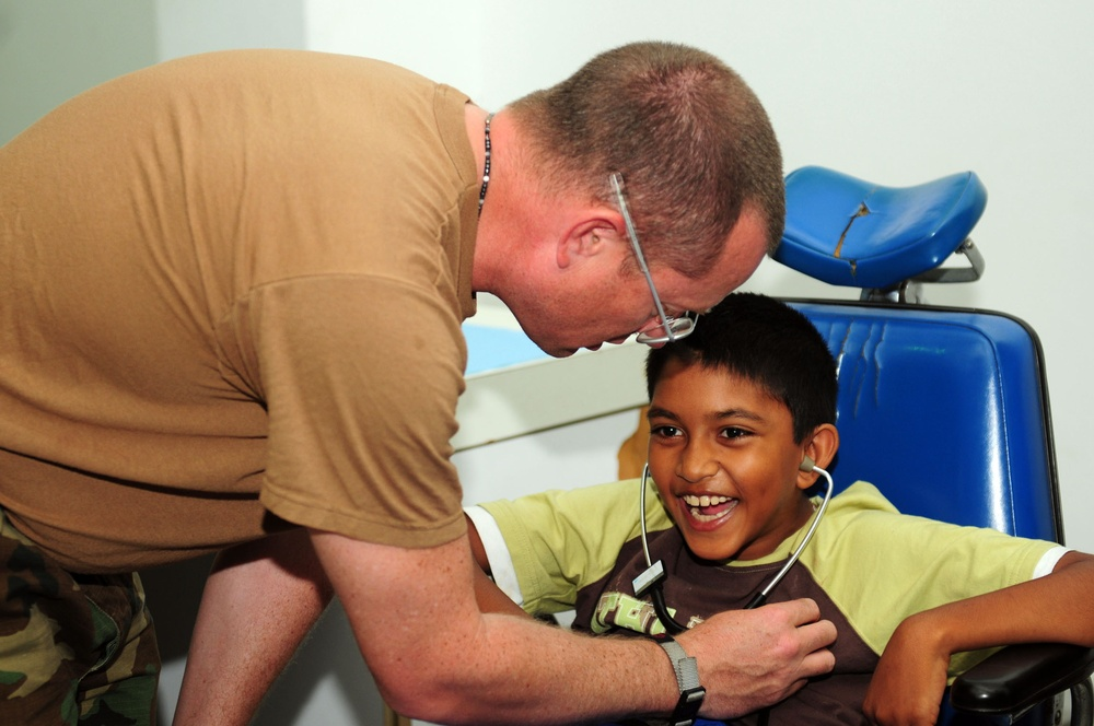 USS Kearsarge medical team treat patients at Arima District Health Facility