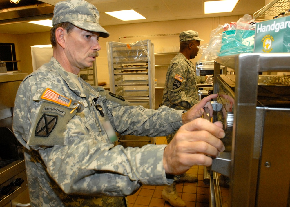 Dining Facility Keeps Vibrant Response Fueled Up