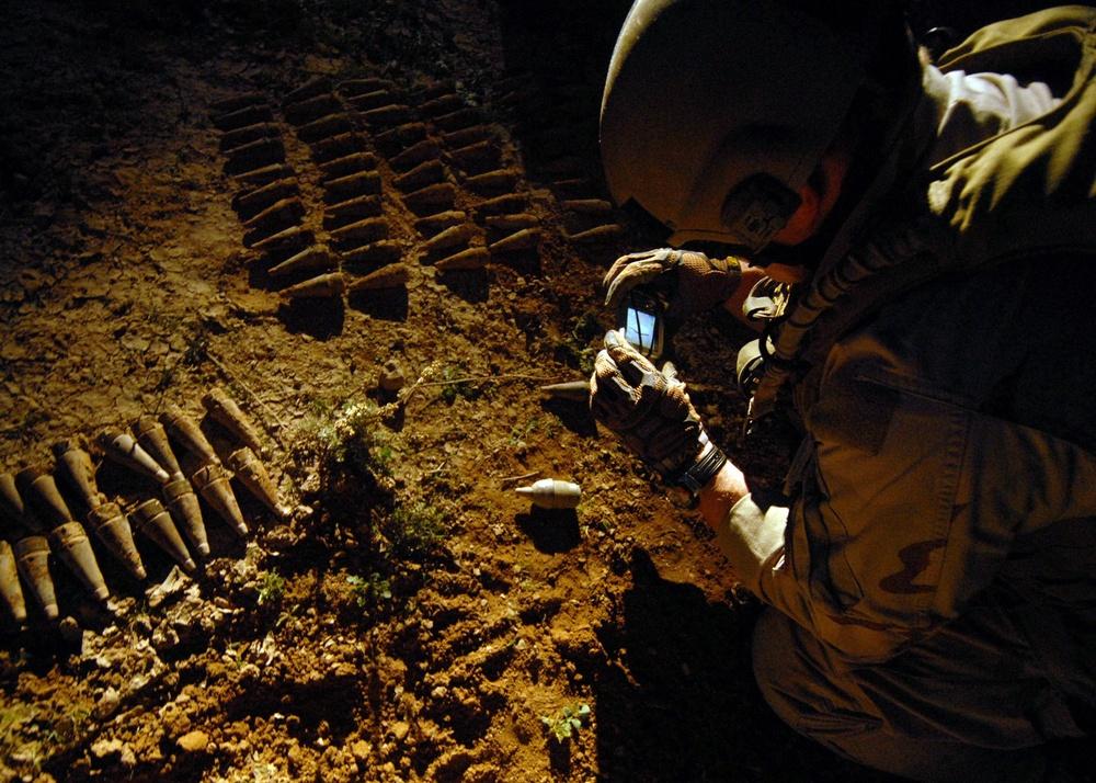 Explosive ordnance disposal team in Iraq