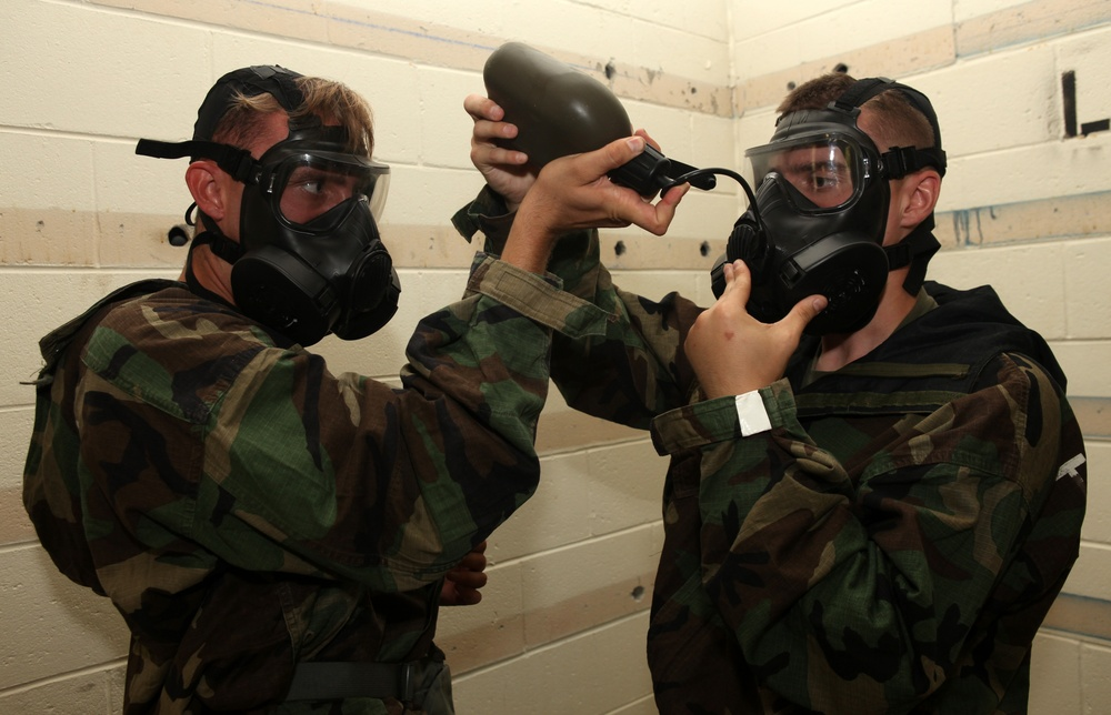 22nd MEU Marines train with new M-50 gas masks