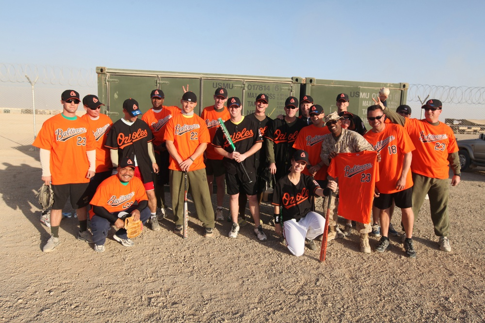 Orioles donate gear for Leatherneck softball