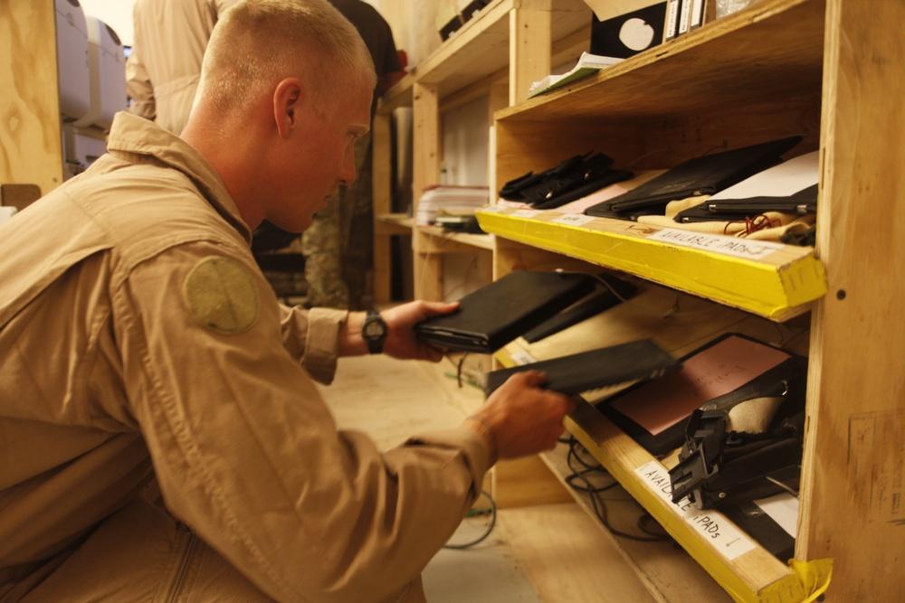 Semper FiPad: Marine Corps aviators use popular tablet in Afghanistan