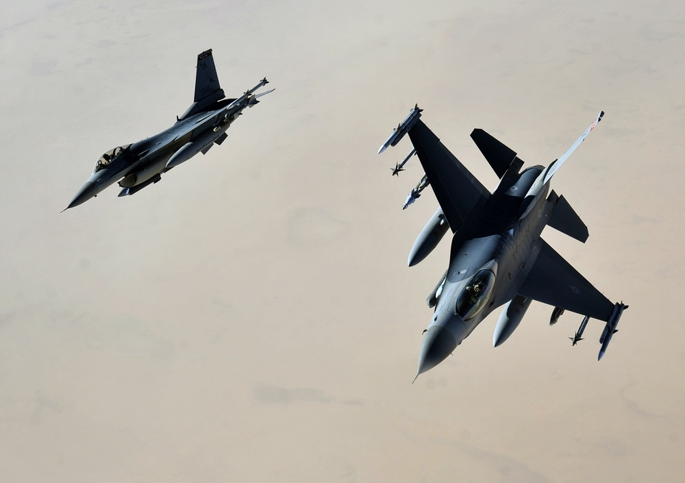 F-16 jets provide top cover in Iraq