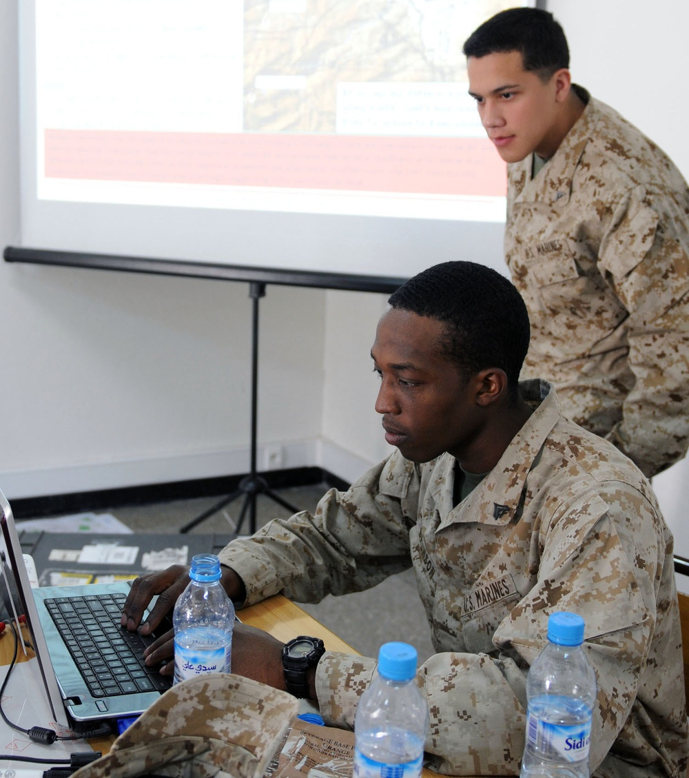 US and Moroccan intel analysts exchange ideas during African Lion 2012