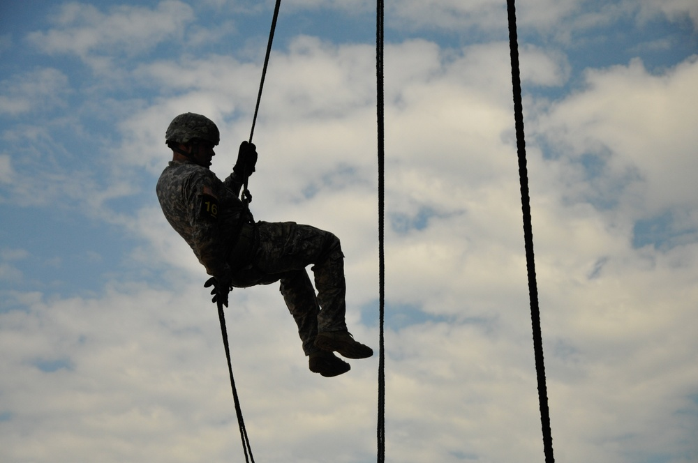 Rappelling for the Toughest Air Assault Soldier Competition