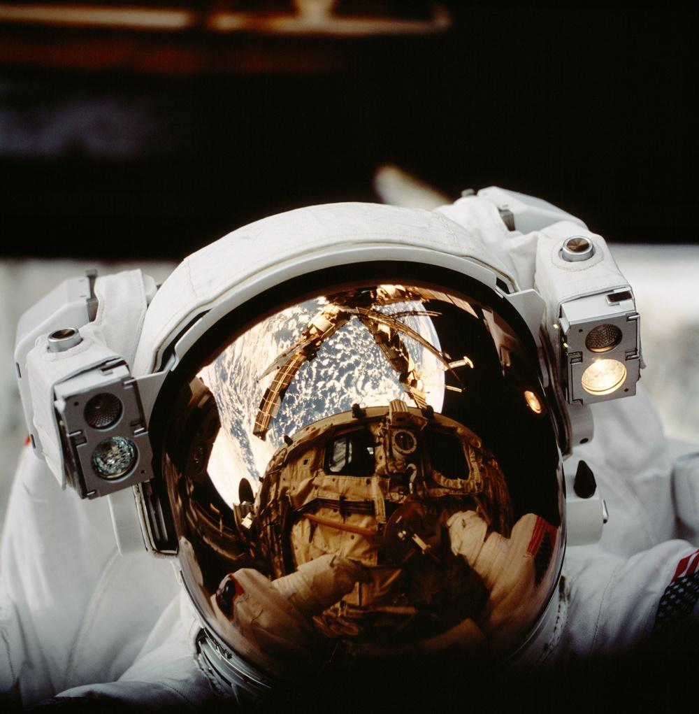 Views taken during the STS-86 EVA