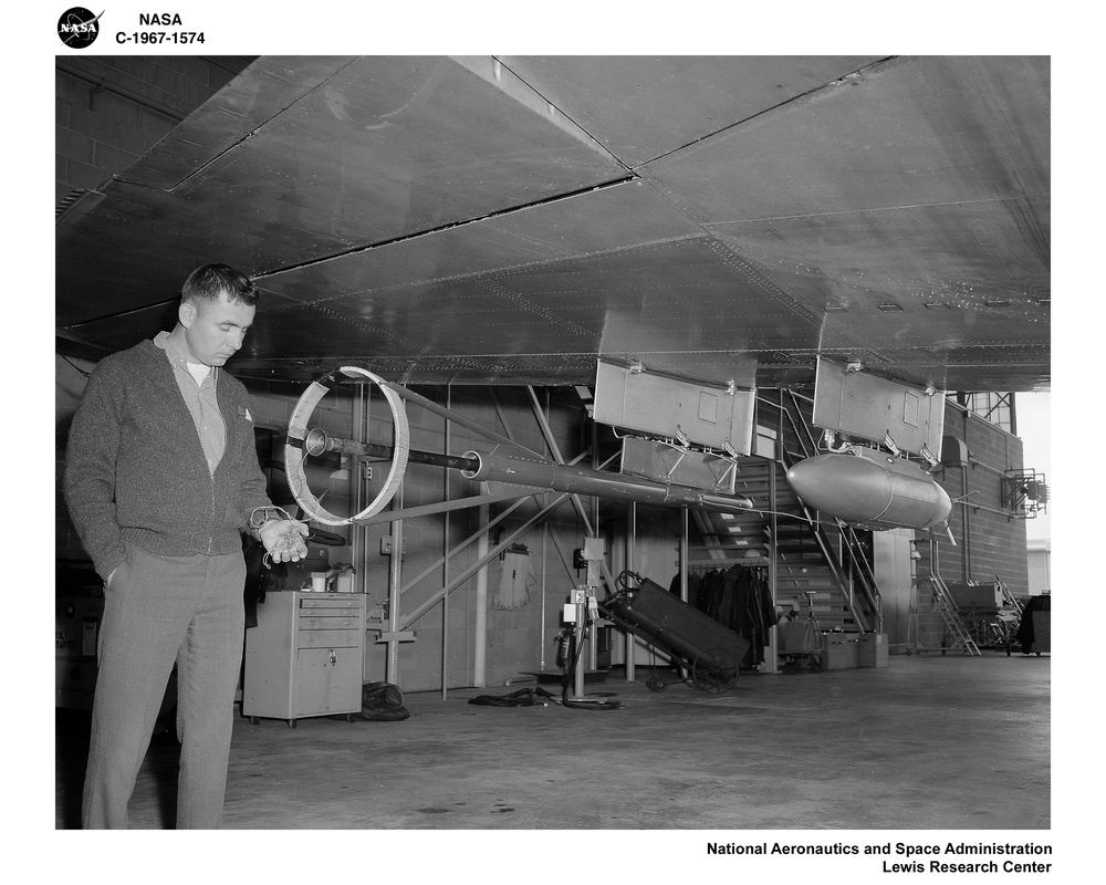 B-5713 AIRPLANE RADIATION EXPERIMENT EQUIPMENT MOUNTED ON WINGS - COCKPIT COMPONENTS
