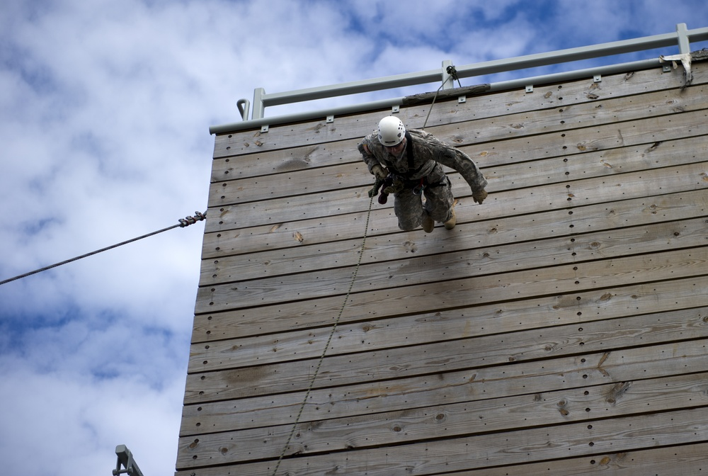 Rappel and fast rope training