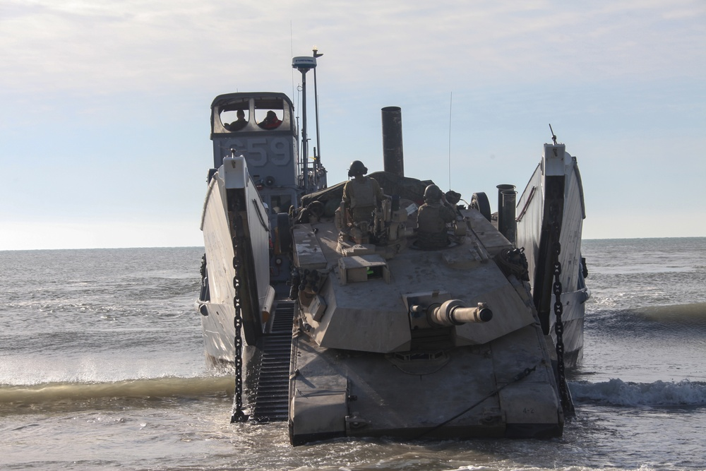 Second Tanks crashes Onslow Beach
