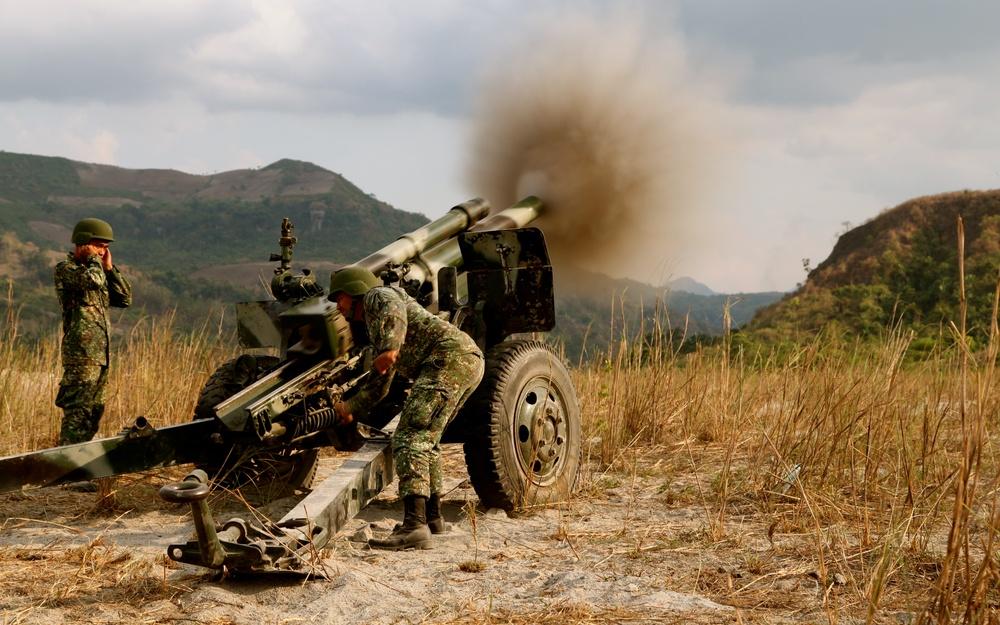 Philippine, US Marines conduct bilateral artillery training