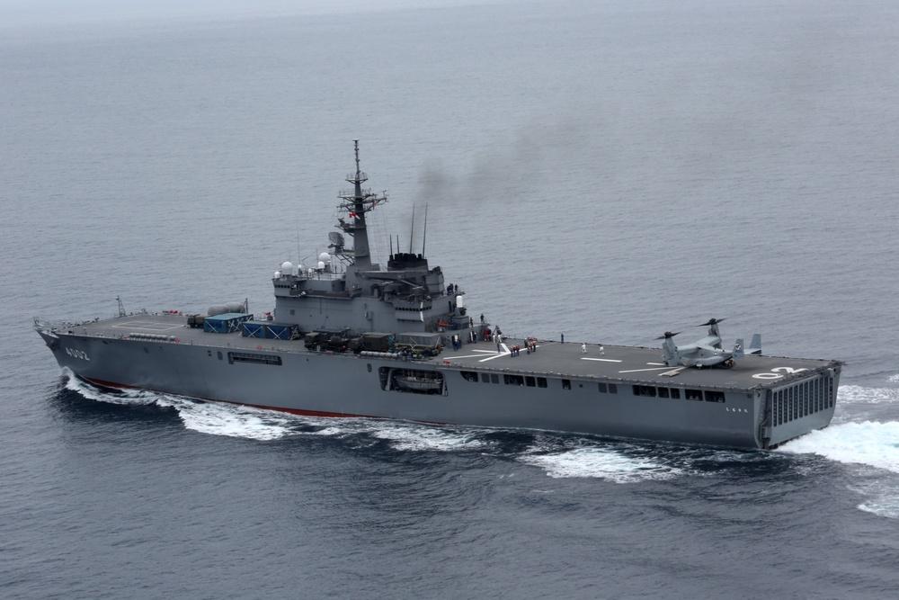 Osprey lands aboard Japanese ships during Dawn Blitz 2013