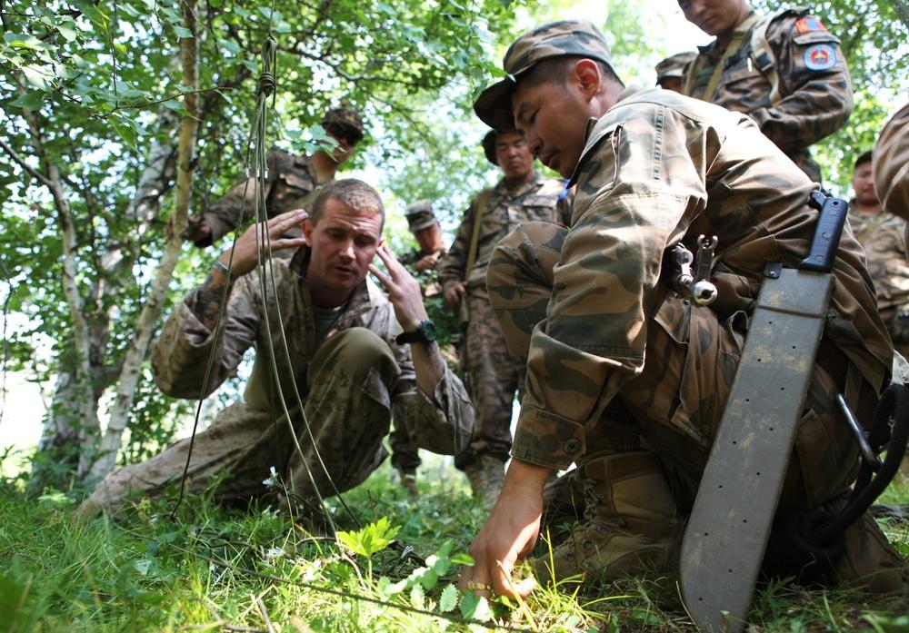 MAF, US Marines exchange expertise through survival training