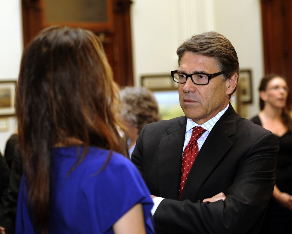 Perry signs 'Chris Kyle Bill,' allows military experience for Texas state licenses
