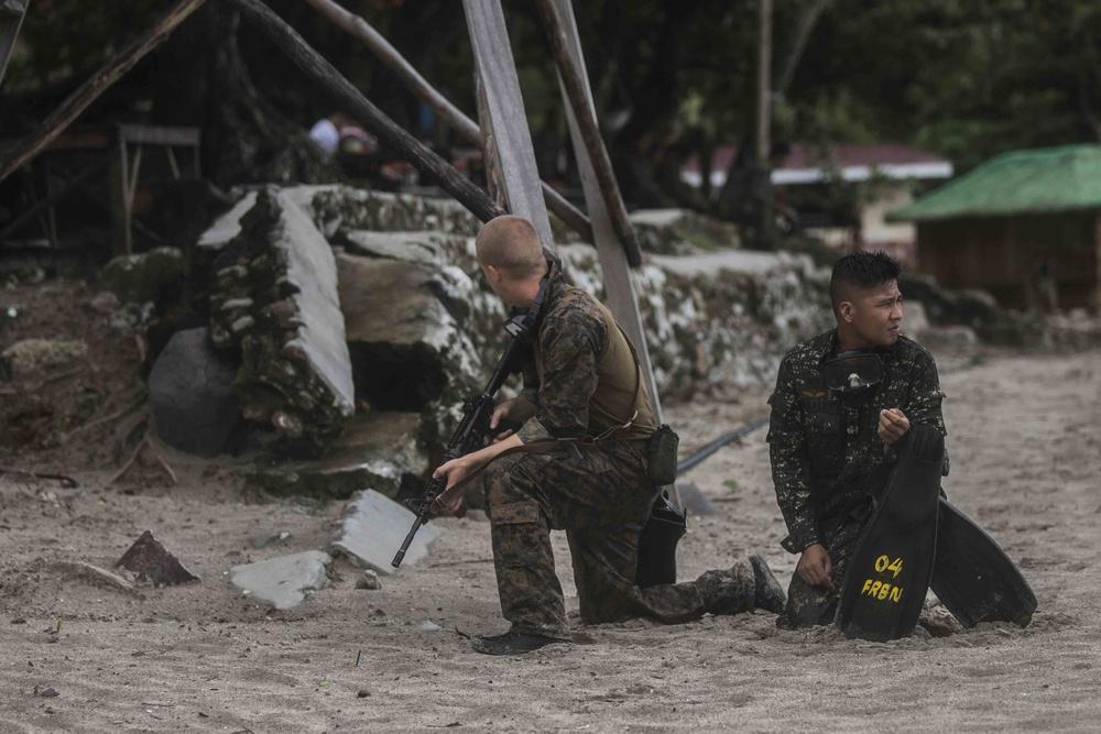 13th MEU Marines helocast with Philippine Marines