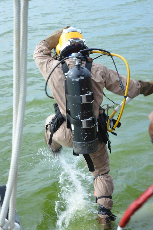 Seabee divers provide Hurricane Sandy relief for Guantanamo Bay, Cuba