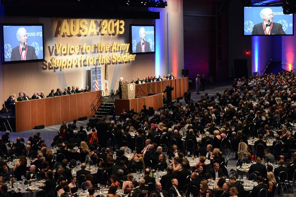 Former Defense Secretary Gates honored at AUSA gala
