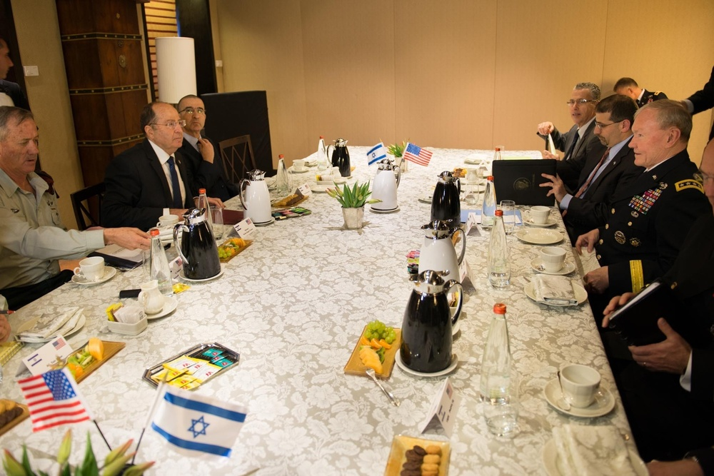 Gen. Martin E. Dempsey meets with Israeli Minister of Defense
