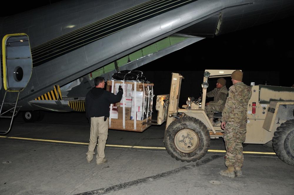 Loading a bundle on a DCH-4 Caribou