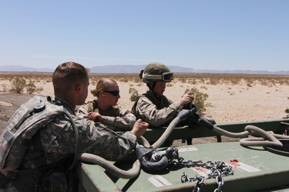 Army National Guard aviators train with Marine Reservists