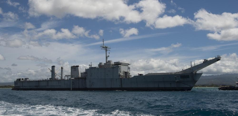 Ex-USS Tuscaloosa (LST 1187) towed in preparation for SINKEX, RIMPAC 2014