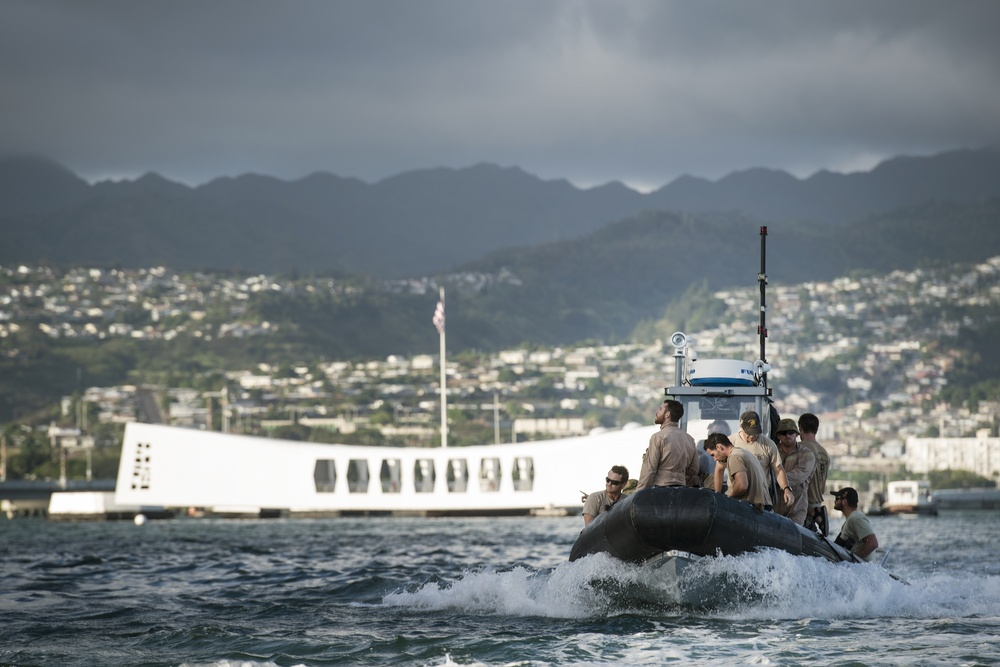 Coalition, joint diving team share experience at USS Arizona Memorial