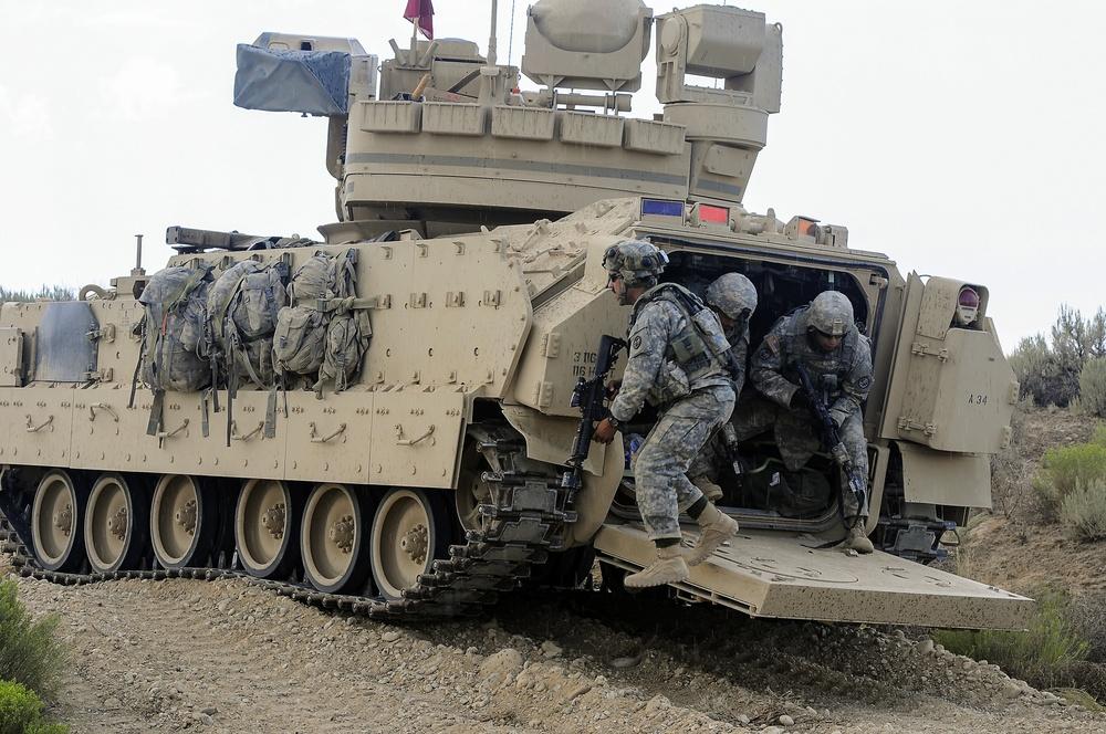 Infantry dismounts Bradley