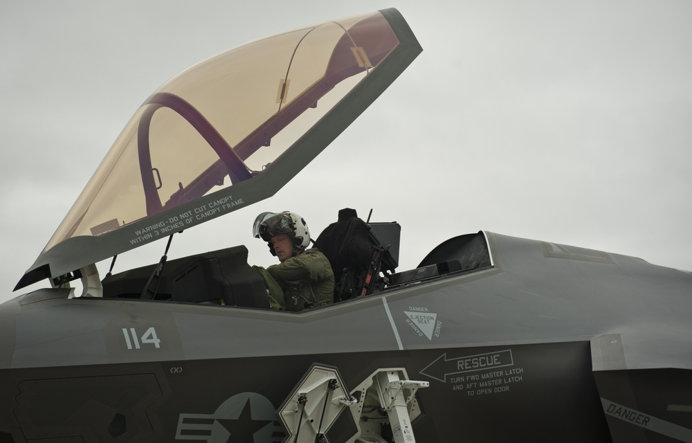 Marines receive first F-35C Lightning II carrier variant