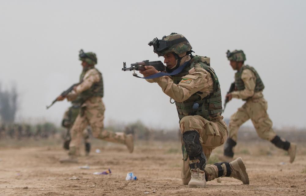 Iraqi soldiers practice safe movement