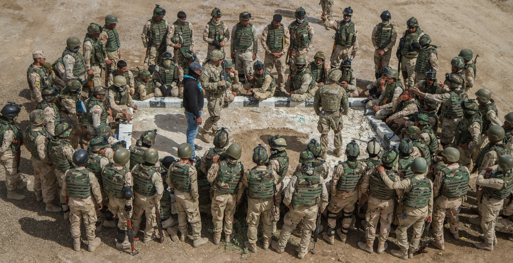 Iraqi soldiers receive demonstration from 82nd Abn.