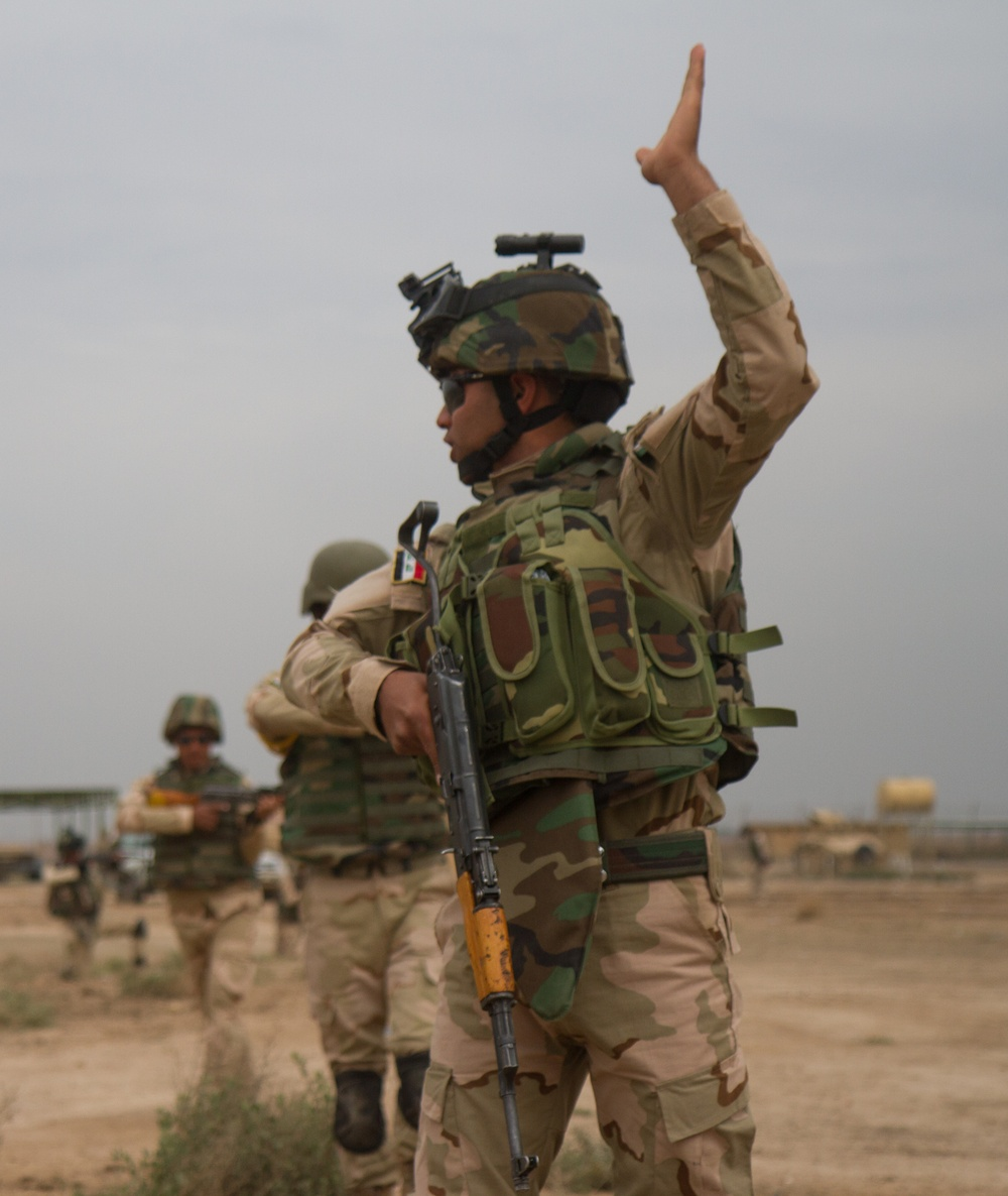 Iraqi soldier leads the way