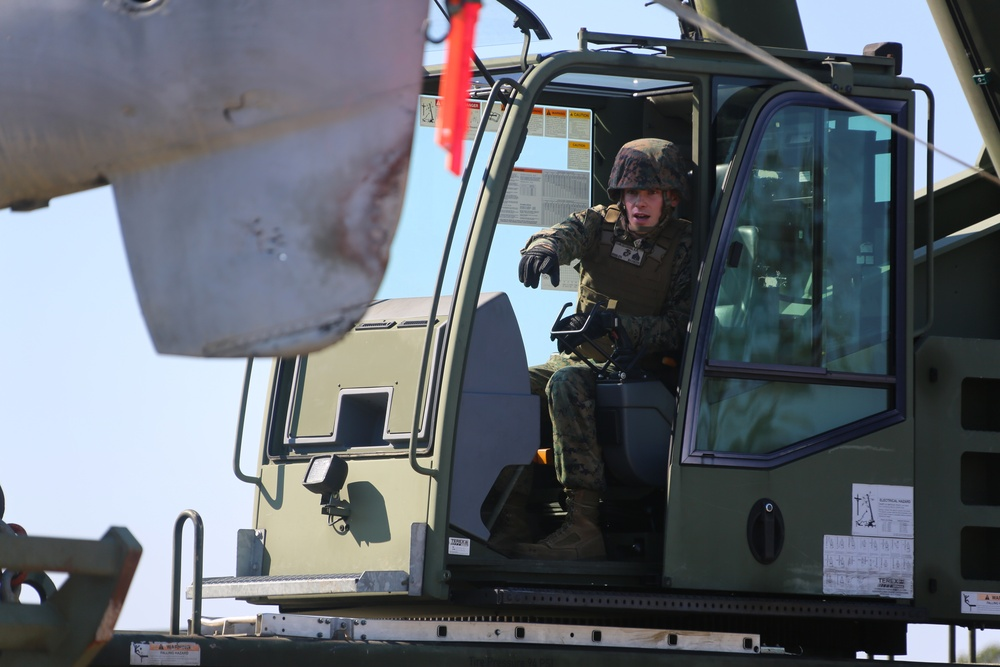 Marines conduct aircraft recovery training