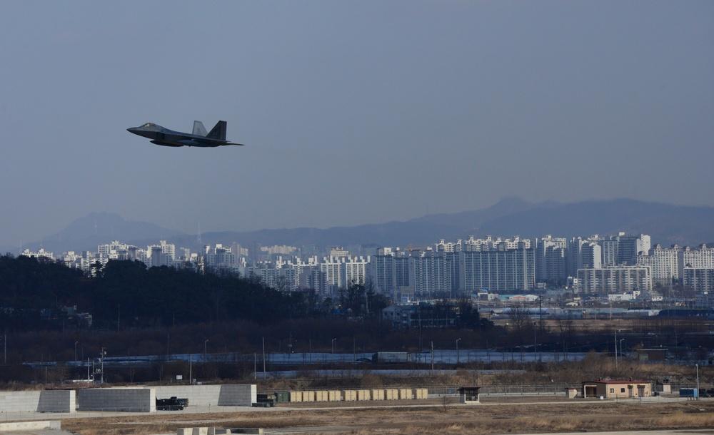 US Air Force F-22s arrive at Osan Air Base