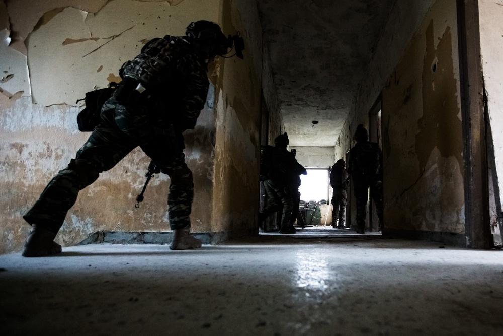 Navy Seals train with Greek SOF
