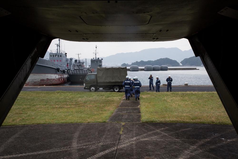 Marine Osprey refueled by Japanese Defense Force