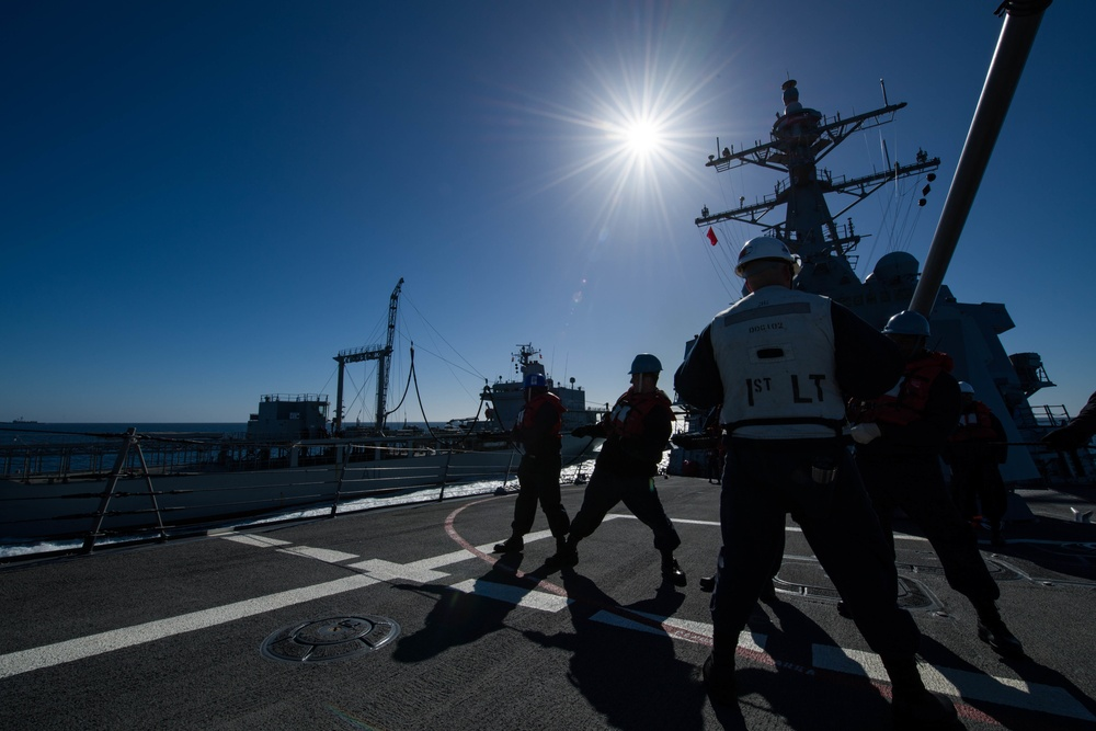 USS Sampson conducts RAS with HMNZS Endeavour