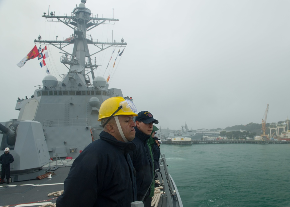USS Sampson departs Auckland
