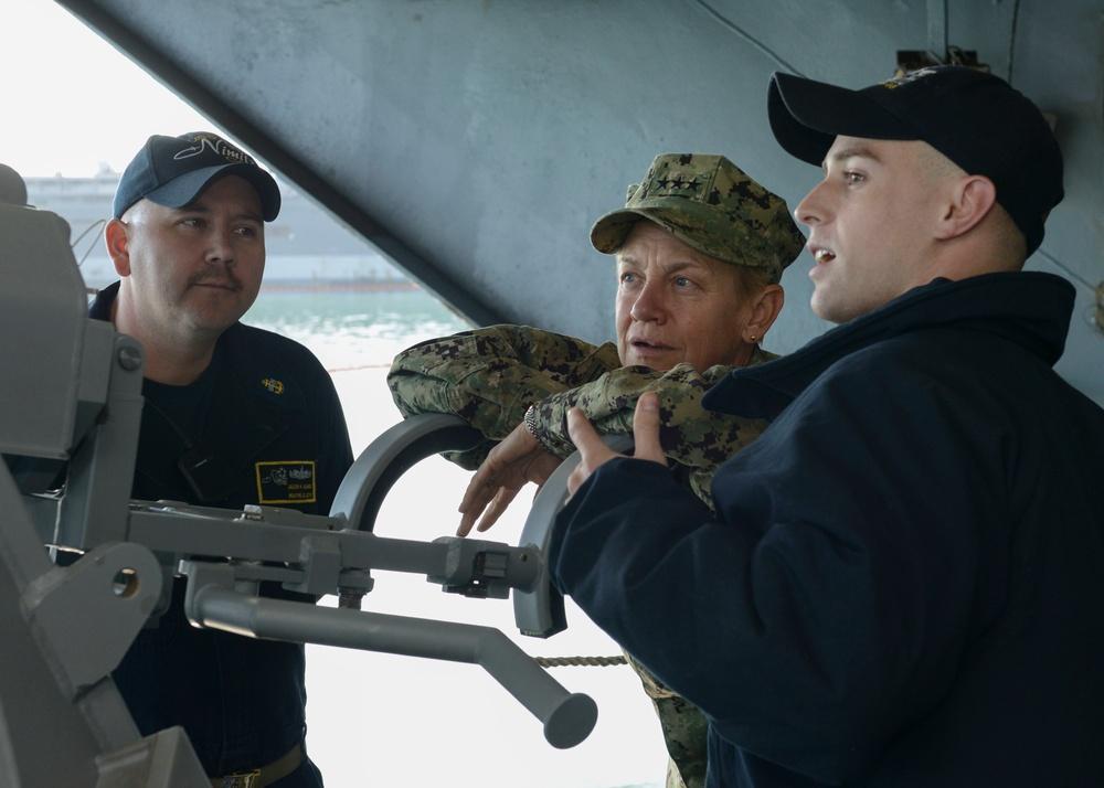 Commander, 3rd Fleet speaks with USS Nimitz (CVN 68) Sailors