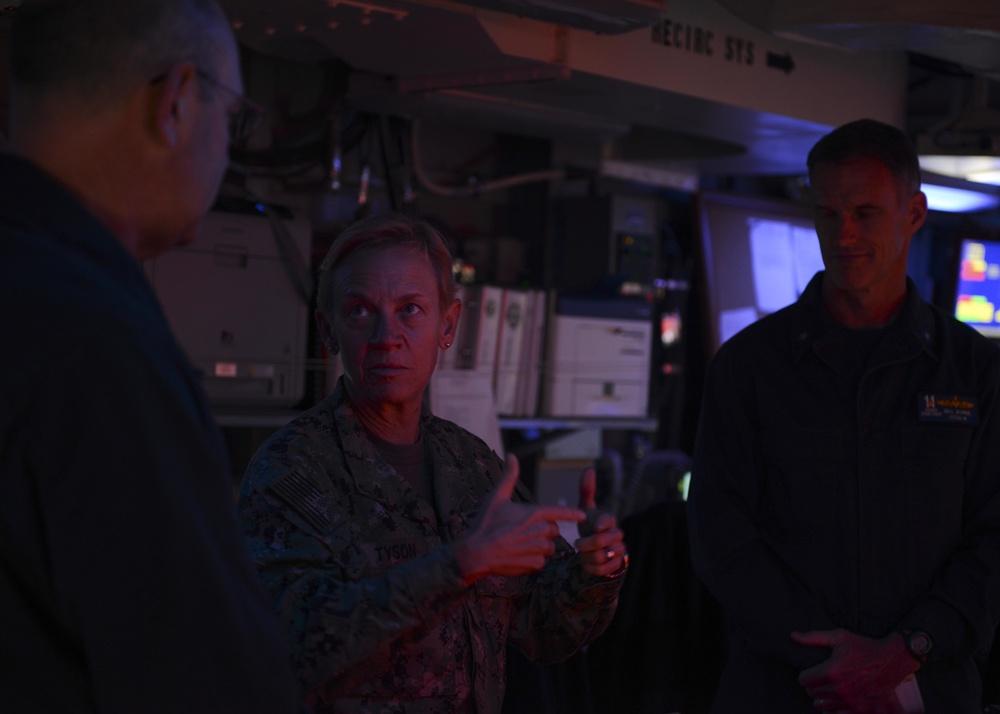 Commander, 3rd Fleet speaks with USS Nimitz (CVN 68) commanding officer