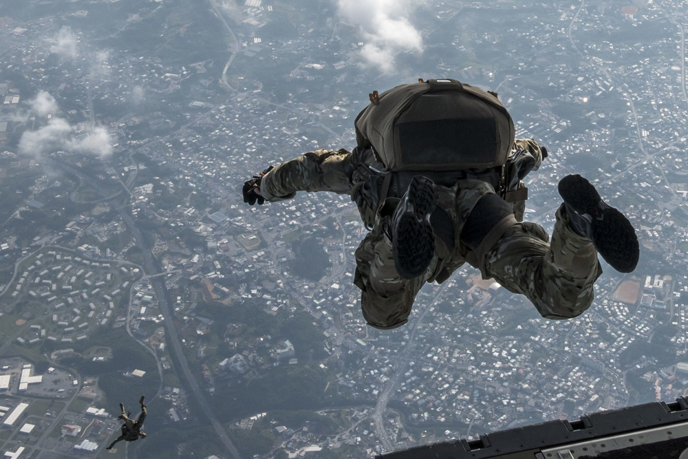 USAF, USA members maintain jump proficiency