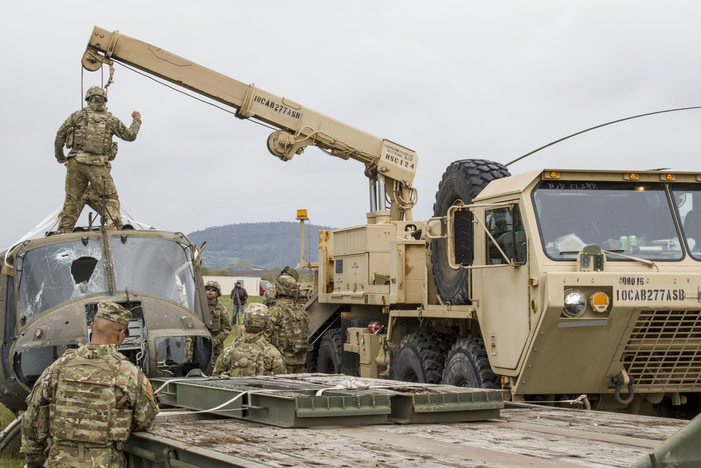 10th CAB Soldiers train on propery recovery of downed aircraft