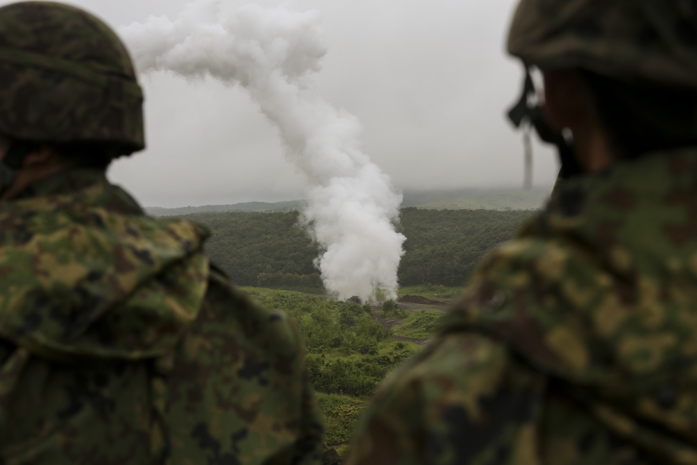 Japan Ground Self-Defense Force breaches obstacles