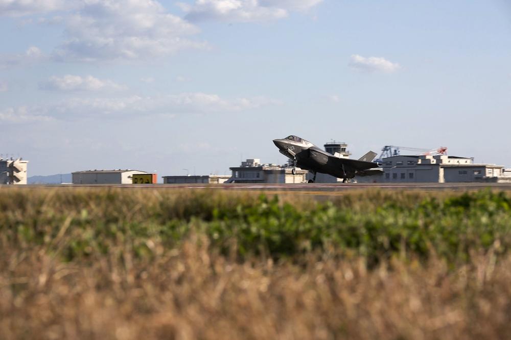 Remaining F-35B Lightning II aircraft with VMFA-121 arrive at MCAS Iwakuni