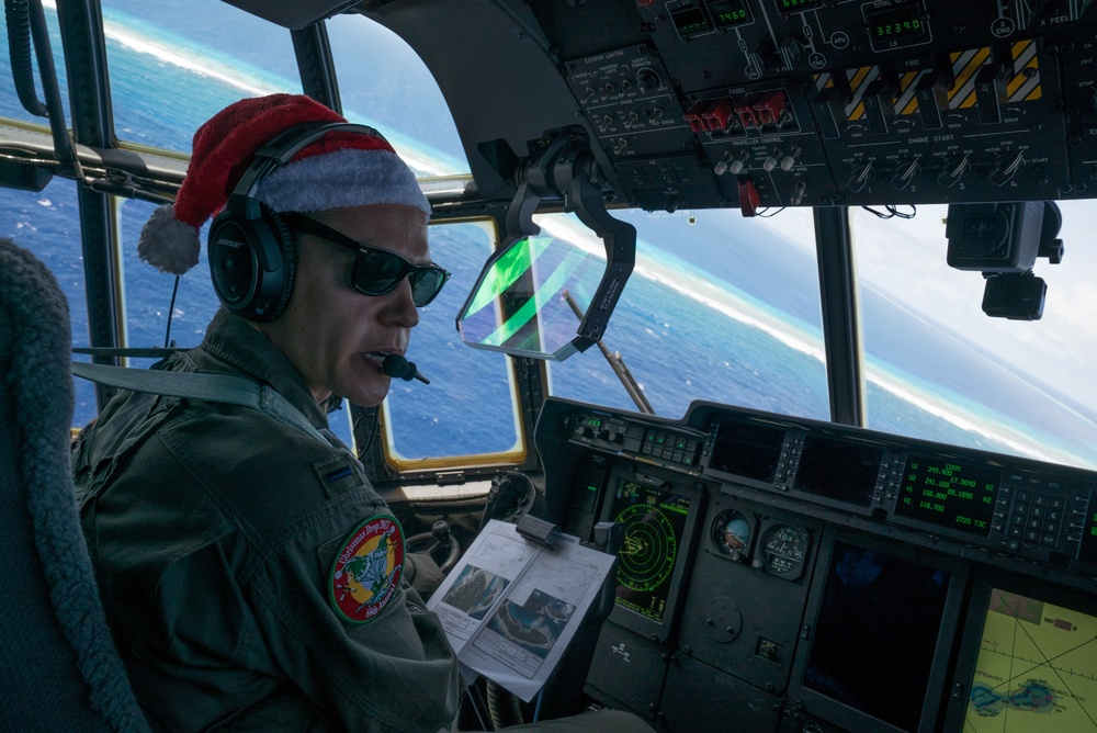 Santa 60 delivers Christmas cheer to Murilo atoll during Operation Christmas Drop 2017
