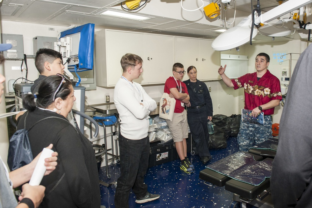 USS America Sailorconducts a presentaion during tiger cruise
