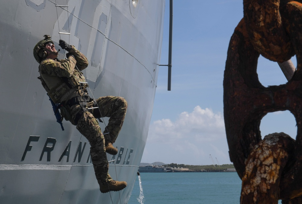 III MEF, BRM and EODMU 5 drill VBSS aboard USS Frank Cable