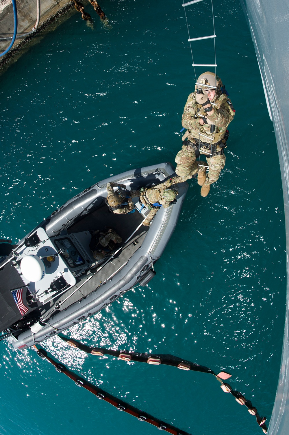 III MEF, BRM and EODMU-5 DRILL VBSS ABOARD USS FRANK CABLE