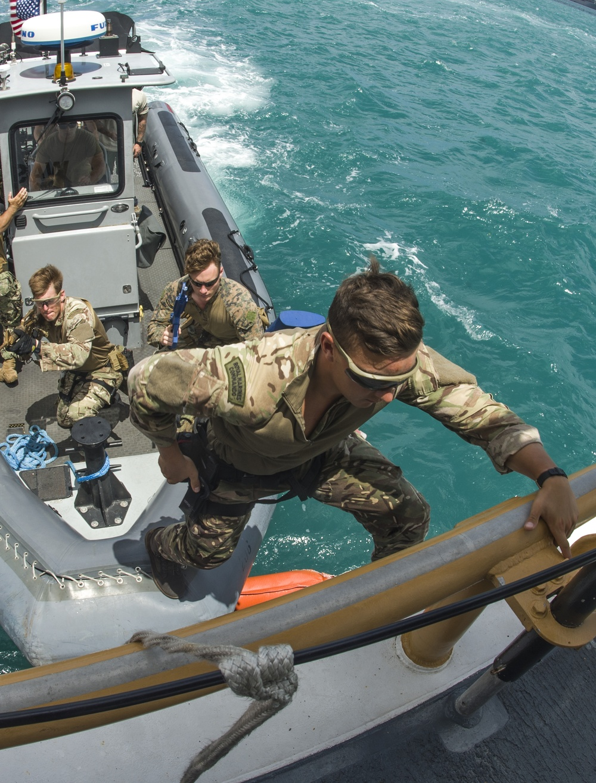III MEF, BRM and EODMU 5 drill VBSS aboard USCGC WASHINGTON