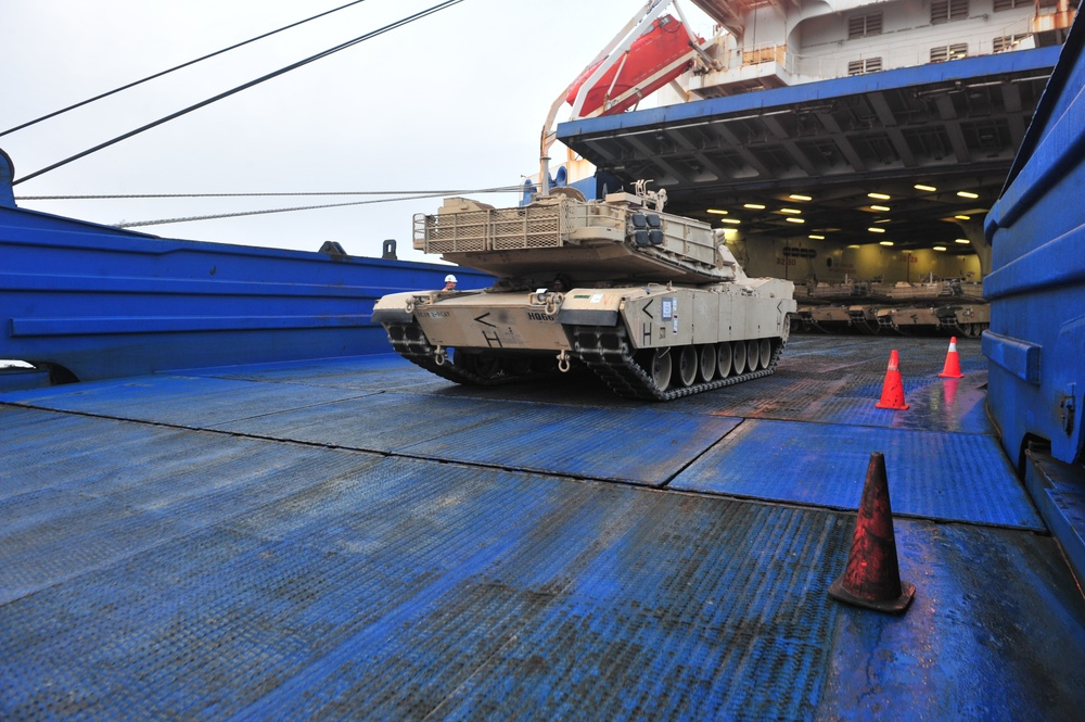 1st Cavalry Division arrives in Europe