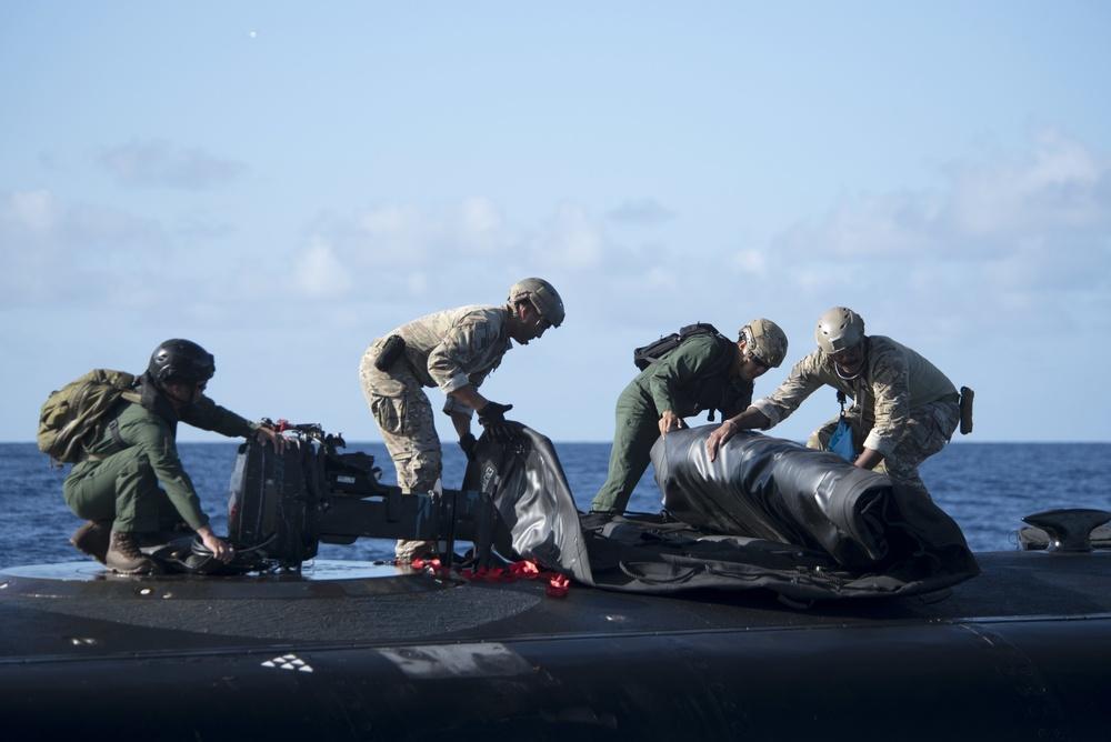 RIMPAC members participate in submarine insertion exercise